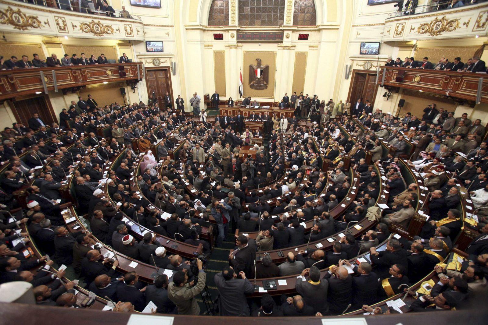 نواب يطالبون «السيسي» بعدم التصديق على«الجمعيات الأهلية»