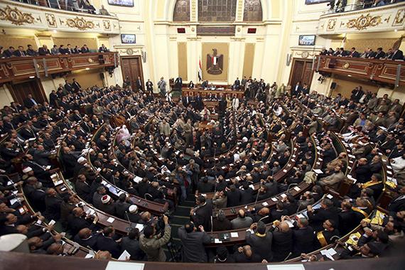 معركة الطلاق تقسم برلمان مصر
