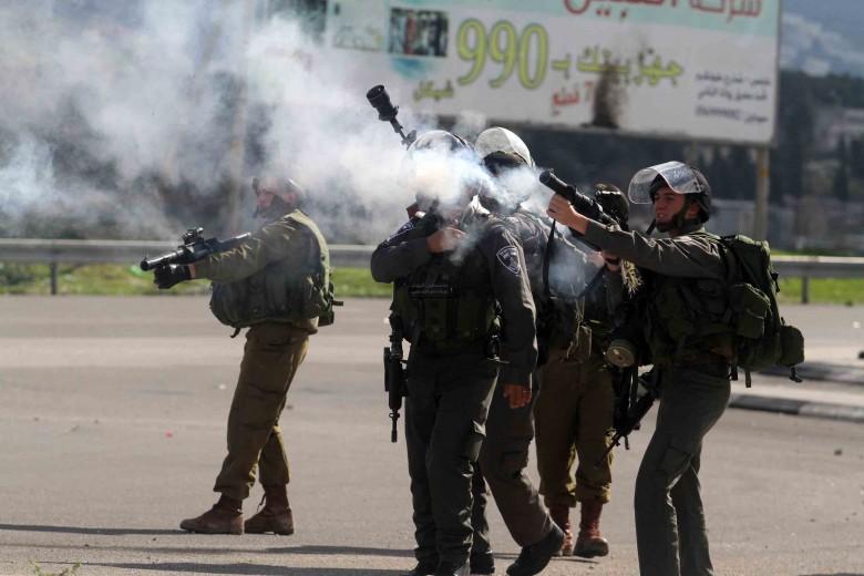 اختناق 8 بغاز أطلقه الاحتلال في الضفة